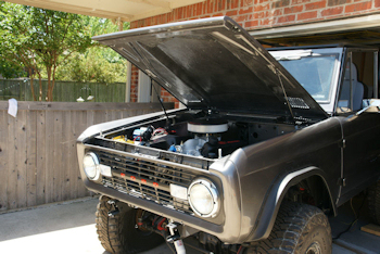Dominator engine and holley fuel injection installation